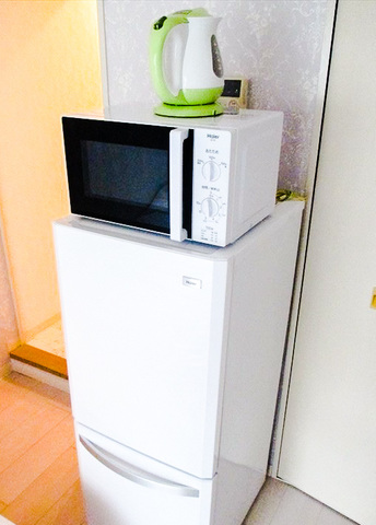 冷蔵庫、電子レンジ、電気ポット