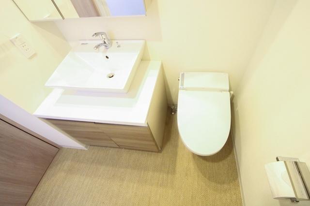 独立洗面台、トイレ