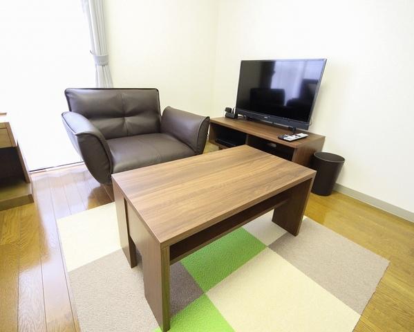 テレビ、テーブル、ソファ
