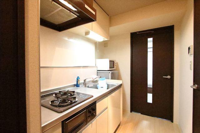 広々としたキッチンは2口ガスコンロ、グリル付きです♪