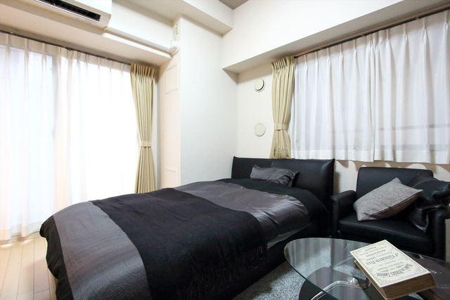 ベッドはセミダブルベッドを採用しております。