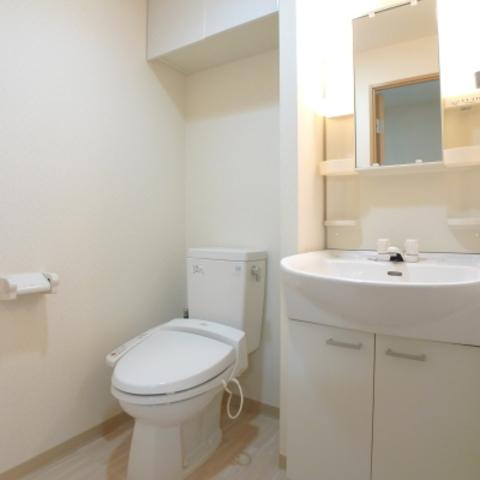 嬉しい独立洗面台付♪トイレは温水洗浄便座♪