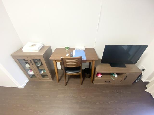 食器棚・デスク・テレビ