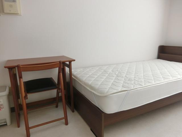 机、ベッド