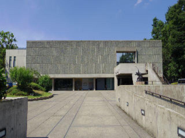 上野西洋美術など文化施設も徒歩で!