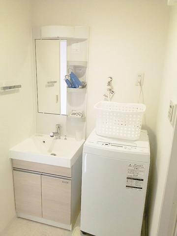 洗濯機・洗濯かご付・ドライヤー・ハンドソープ・掃除用品付