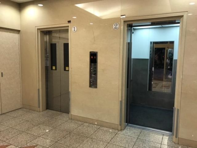 2台のエレベーター、防犯カメラ完備