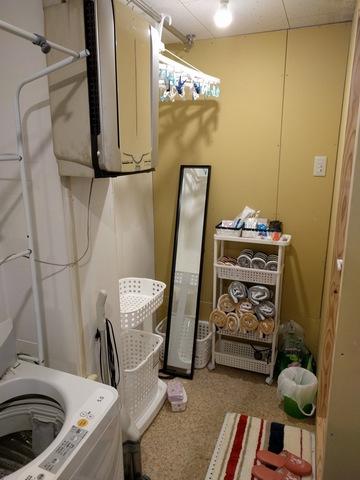 トイレや洗面付きユニットバスの入り口脱衣所です