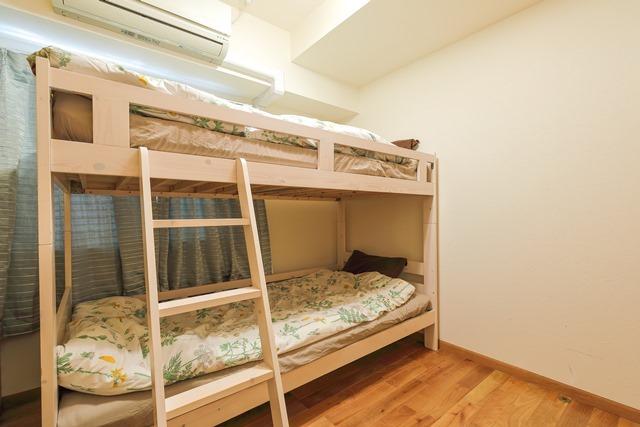 2段ベッドのあるベッドルーム