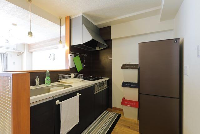 フルキッチン 大きな冷蔵庫があります。