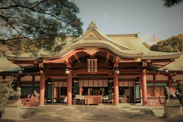 近くには日本のえびす神社の総本社、えびす宮総本社 西宮神社
