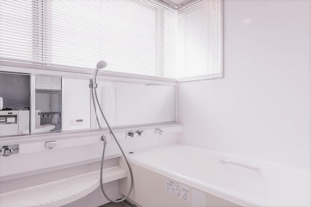 白を基調としたバスルーム