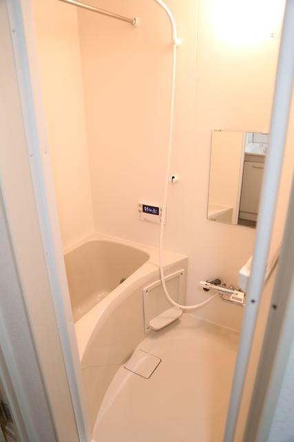1014サイズの浴室。浴室洗濯乾燥機もあります。
