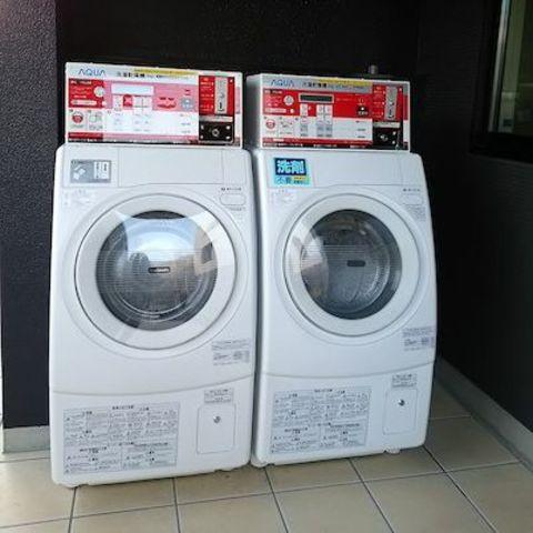 コインランドリー(洗濯のみ300円~。洗濯乾燥500円~)
