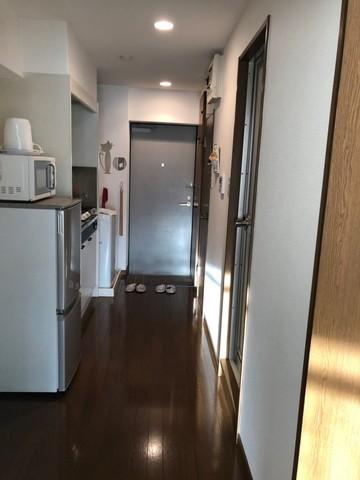 洗濯機、冷蔵庫、電子レンジ、ケトル、キッチン、食器、テレビ