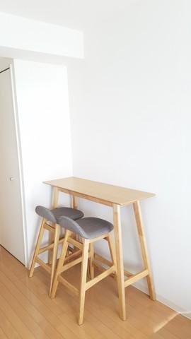 お食事や作業にも使えるテーブルセット(新品)