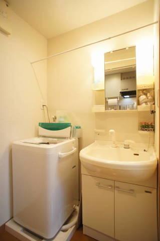 (201号室)洗濯機と洗面台