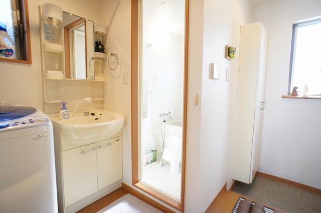 (202号室)洗濯機、洗面台、浴室
