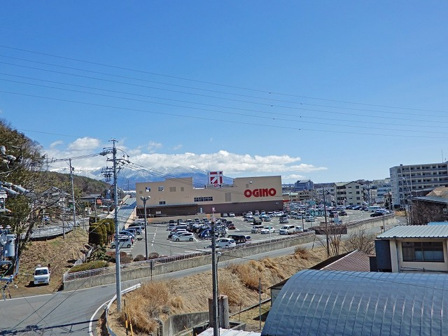 徒歩約3分でオギノ茅野ショッピングセンターがあります