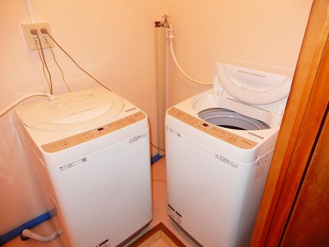 共有洗濯機、ご自由にお使いください。