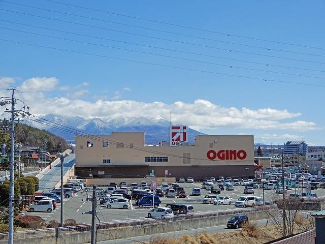 屋上からの風景、近くにショッピングセンターがあります