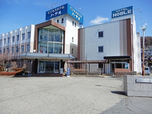 右側がマンスリー物件です。左は併設するビジネスホテルです。