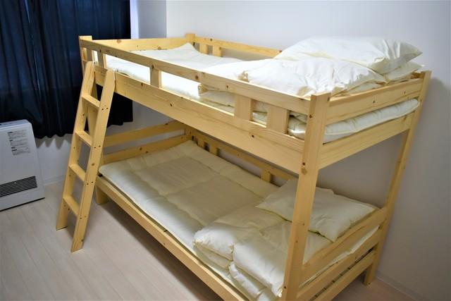 備え付けの2段ベッドがありますので2名までご利用可能です
