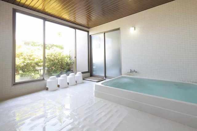 9F大浴場は24h利用可、サウナもあります。