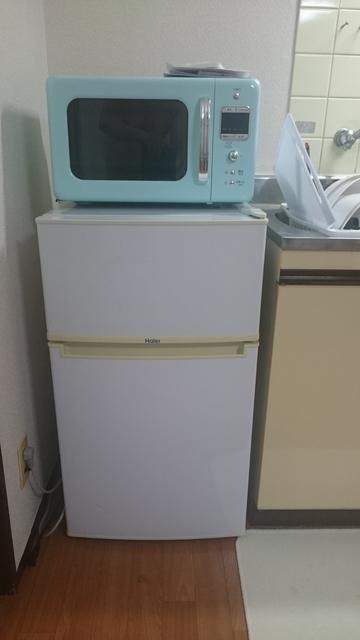 レンジ、冷蔵庫です。冷蔵庫のなかにもお助け品が