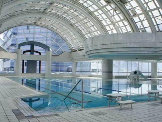 ドーム開閉式25m温水プール