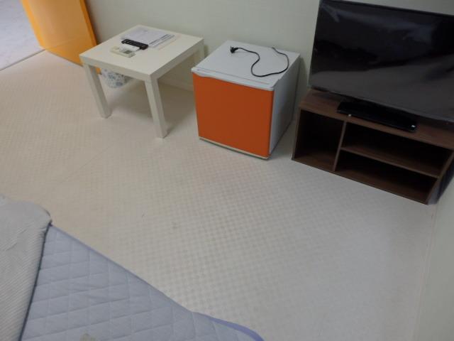 ミニ冷蔵庫・テレビ(32型)・ミニテーブル付