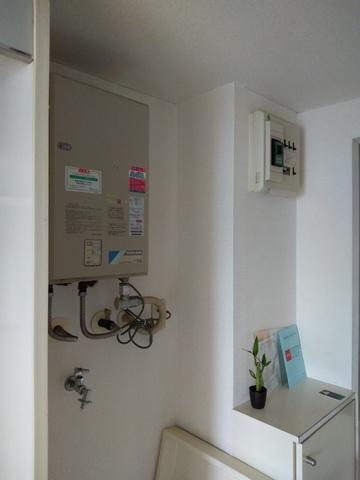 湯沸器と洗濯機置き場です。