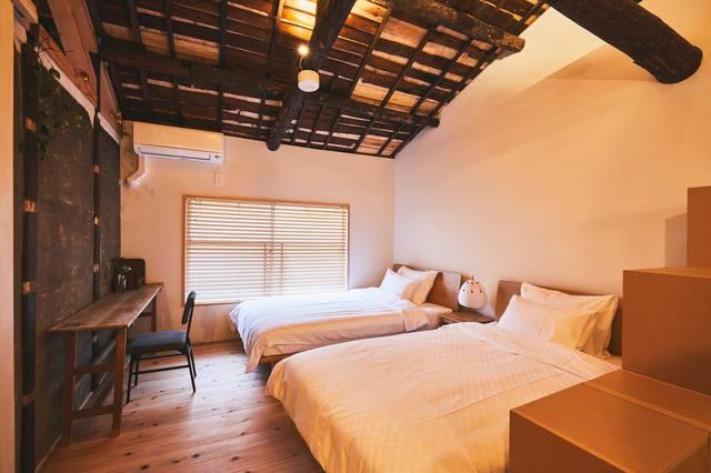 セミダブルベッドが2台です。