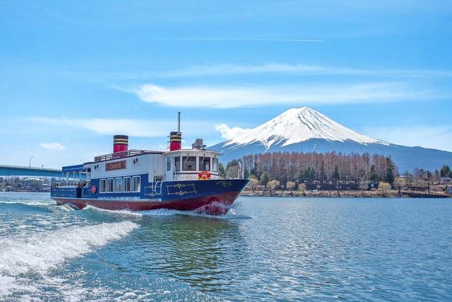 富士河口湖まで車で約5分!
